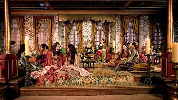 イスラムの男たちは女性を貶めない。逆に尊重しているがゆえ大事に人目に触れないよう努める因襲がある