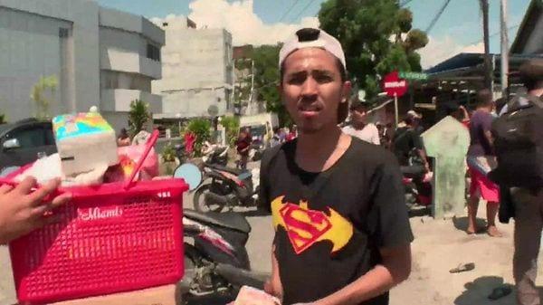 「食べ物が必要」と略奪行為に走る住民 インドネシア地震・津波