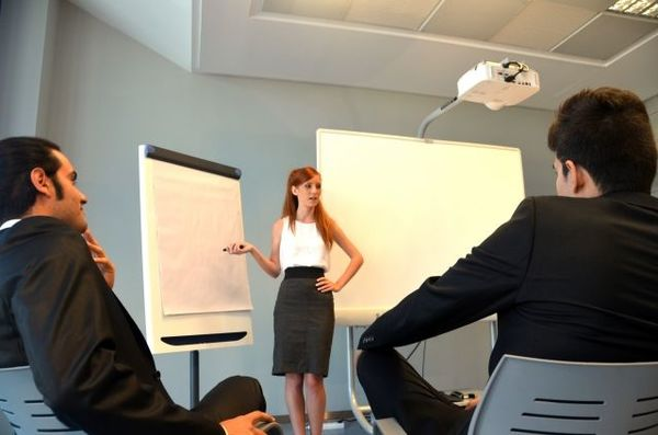 外資系に学ぶ会議のムダをなくす4つのポイント