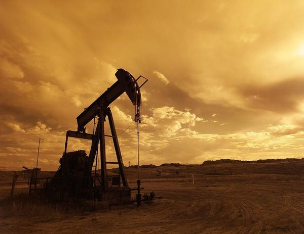 原油市場のニューノーマルは「不足」から「過剰」へ