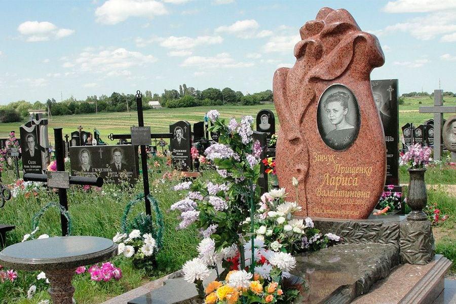 広大なロシアで足りないお墓、跋扈する違法業者