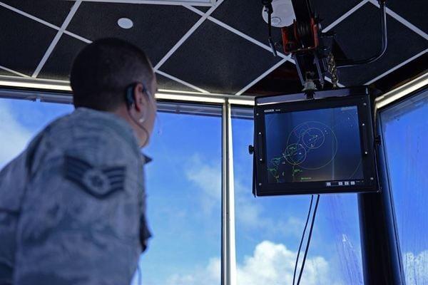 中国のミサイルに狙われるグアムの米軍基地