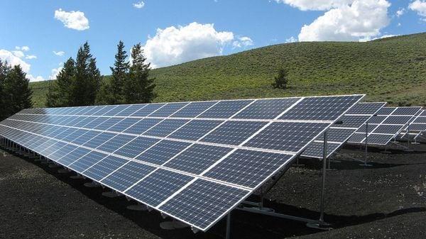 未稼働太陽光:年間1兆円の売電収入はどうなるか?