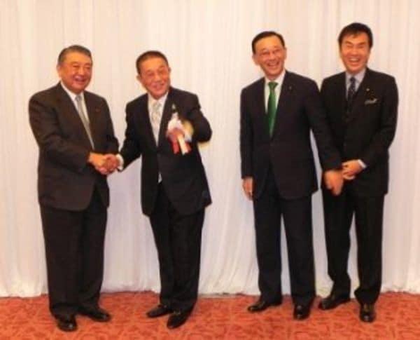 自民党大会でハッパ「日本は全然ダメじゃないよ」