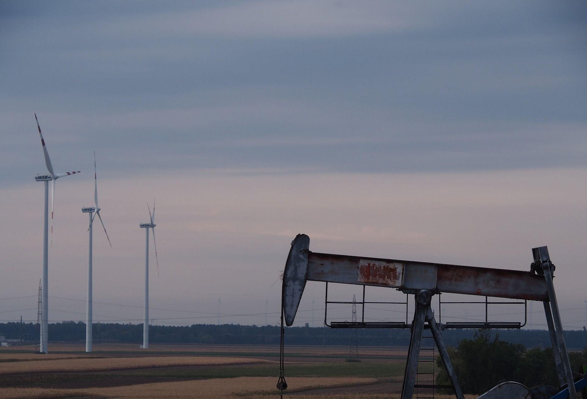 新エネルギー秩序、石油の時代の終わり?21世紀のパワー、クリーンエネルギーが地政学を塗り替える – The Economist