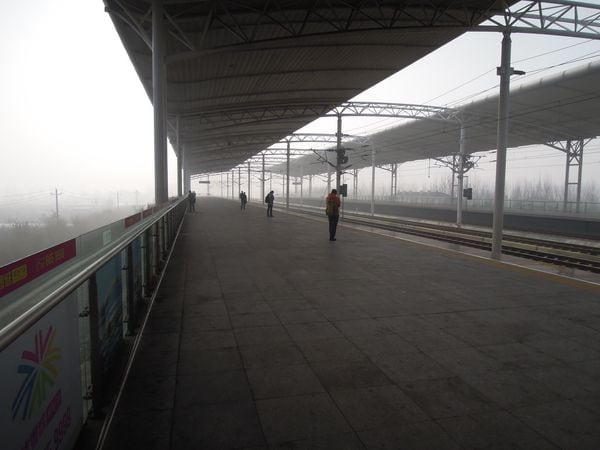 異様な光景に絶句、若者が逃げ出す中国の田舎町