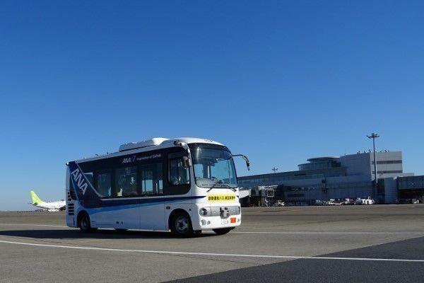 空港内の送迎バス、自動運転の実験始まる