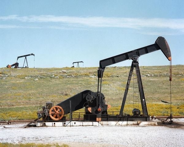 原油相場が「強気」と「弱気」で揺れ動いている理由