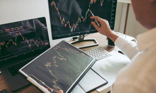 株価を調べる