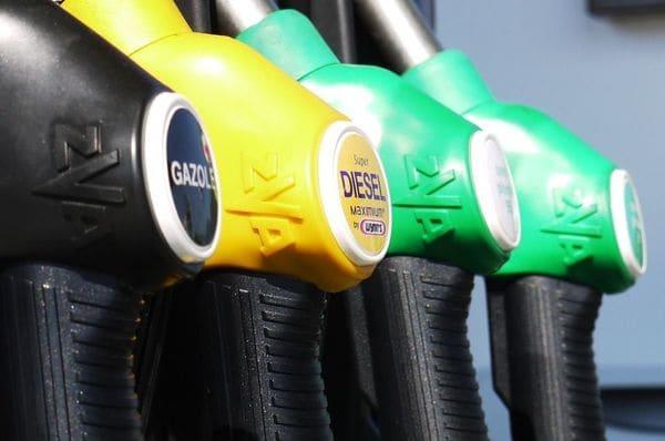 原油市場に「暴落」の兆し、防ぐ手段はあるのか
