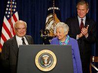 市場自由化の理論的支柱、フリードマン氏死去 - 米国