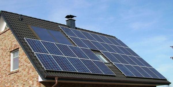 アップルも参入、「屋根借り」太陽光発電は広がるか