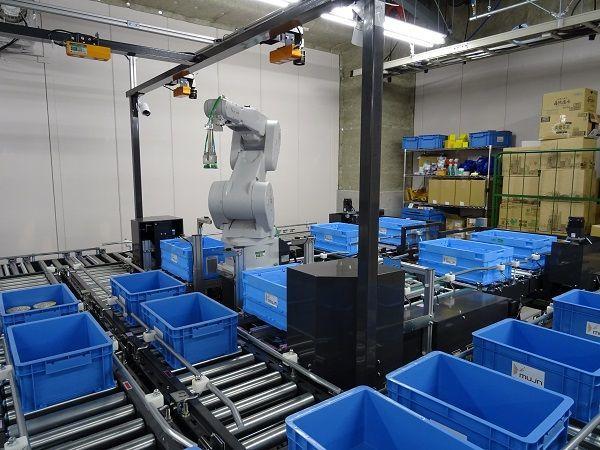 ティーチング不要のロボットアームが物流を変える