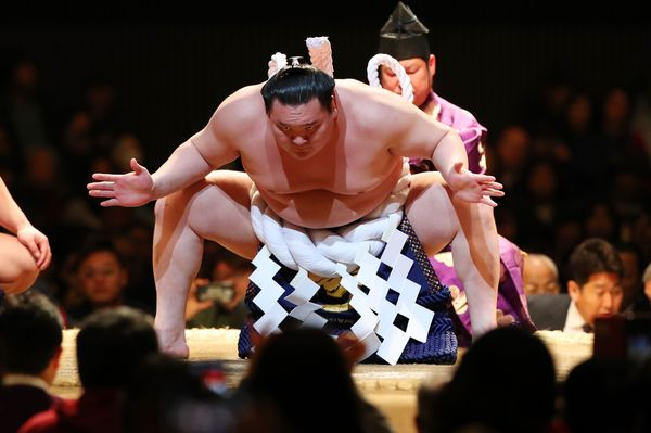 白鵬の「日本国籍取得」は批判されるべきことなのか