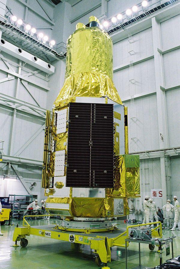 X線天文衛星「ひとみ」に何が起きたのか