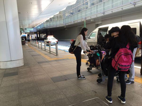 羽田空港、中国系「白タク」を追い払う