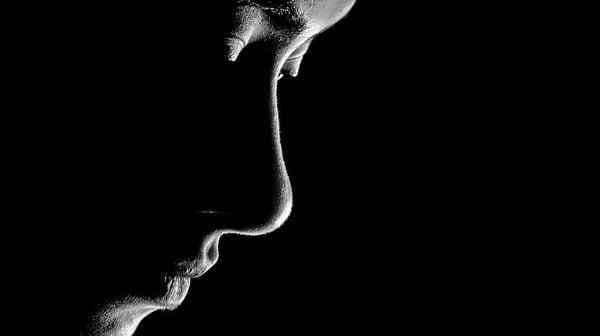 性暴力の被害者は何年も黙っていることがある それはなぜ