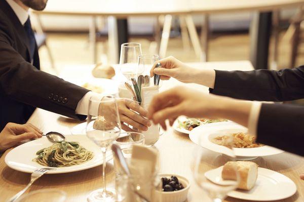 「人との食事」はお気楽に、「ぼっち食」は胸を張れ