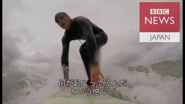 サメに襲われ右足失ったサーファー、経験語る