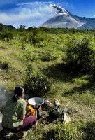 <ジャワ島中部地震>ムラピ山、火山活動やや沈静化か - インドネシア