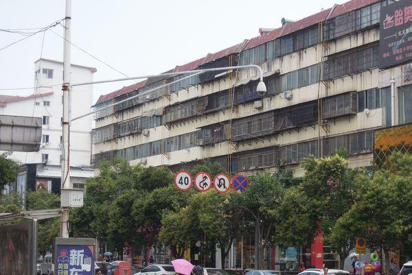 もはや中国名物、空虚な高層マンション「鬼城」