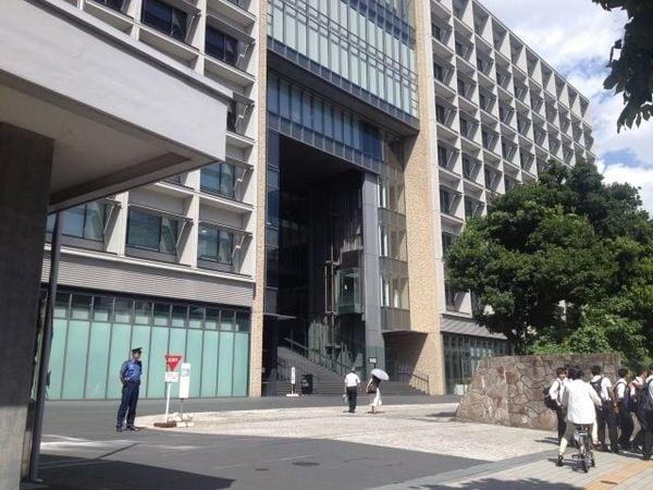 日本の大学は多いのか少ないのか、対立する2つの見解