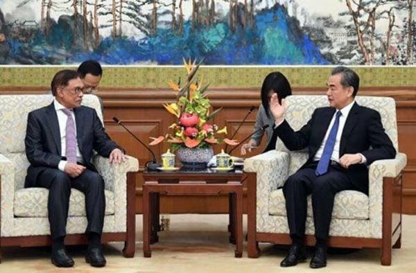 日本びいきのマハティール首相、焦る中国走らす