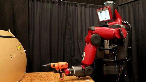 人間の思考を読んで動くロボット 鍵は「エラー」