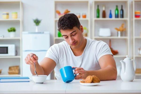 「眠れてないときほど腹が減る」の根拠はどこに?