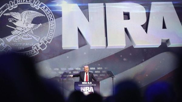 米NRAの政治力 乱射事件が相次いでも規制進まず
