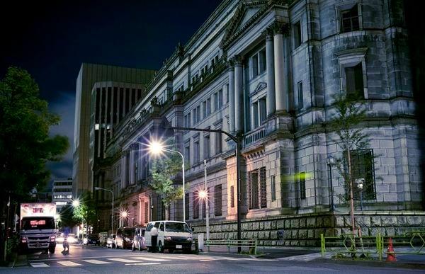 夜の日本銀行