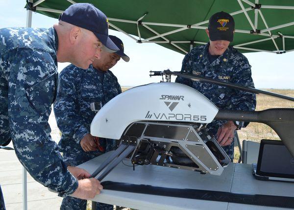 技術革新に邁進の海兵隊、コスプレに夢中の自衛隊