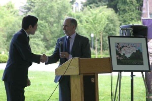 桜に込められる絆、ワシントン大学に植樹
