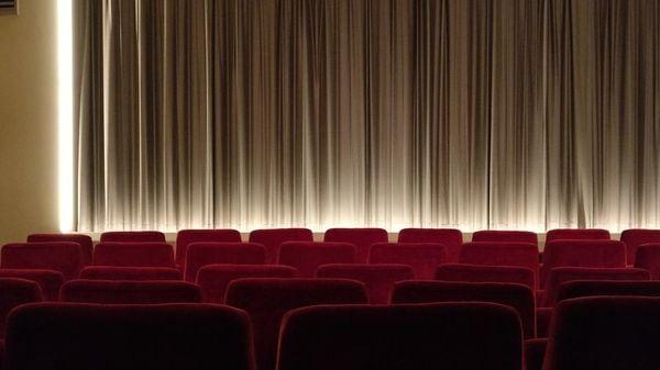 客席ガラガラ、それでも映画館を増やす中国の狙い