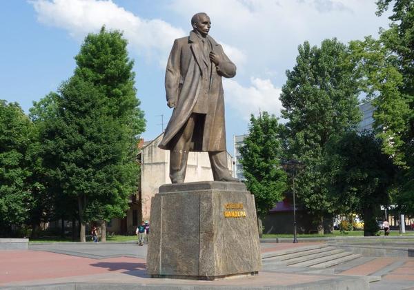 反ロシアへ歴史の書き換えが急速に進むウクライナ